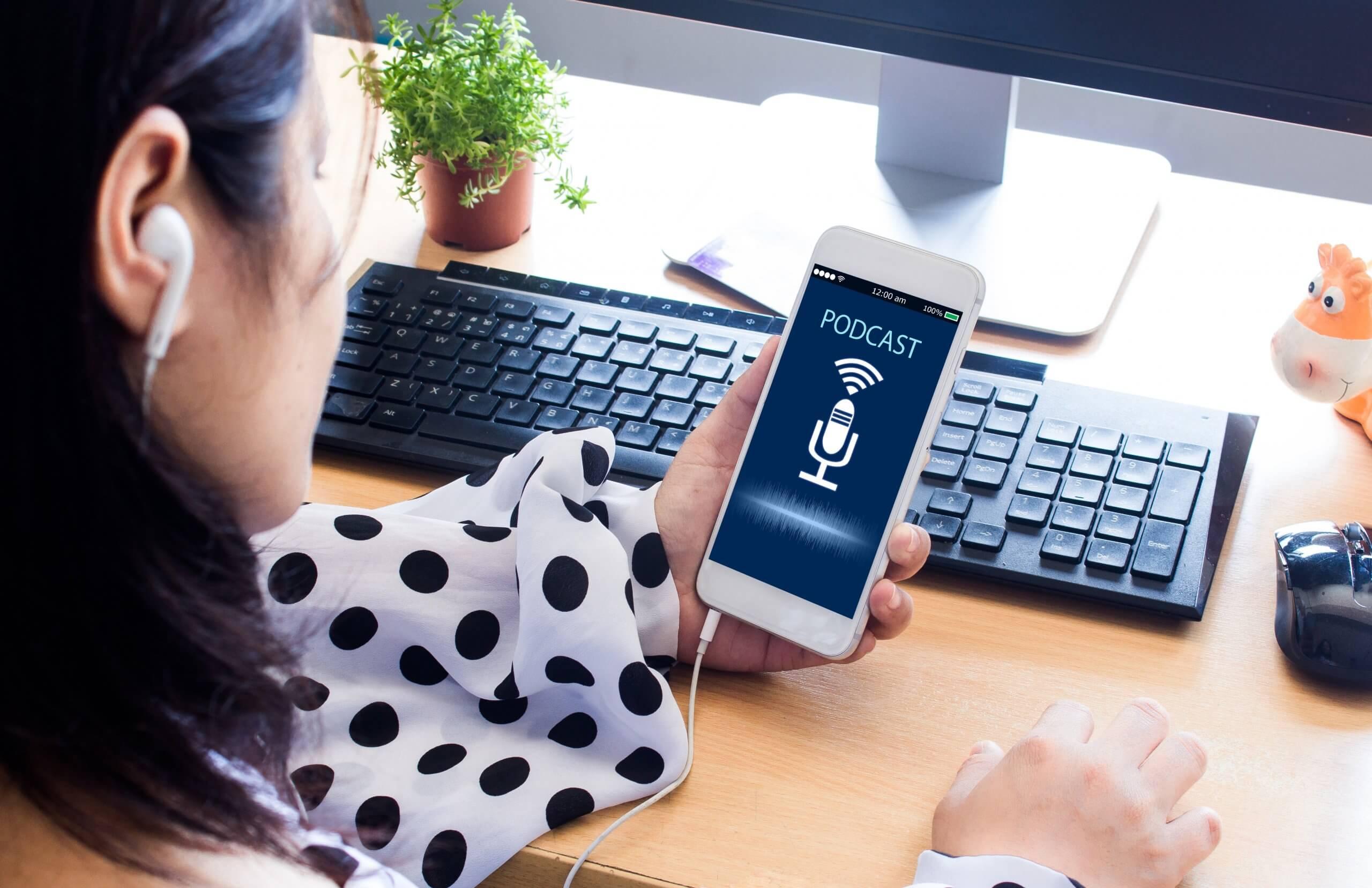 5 Manfaat Mendengarkan Podcast yang Harus Diketahui